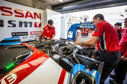 #21 Nissan Motorsports Nissan GT-R LM NISMO