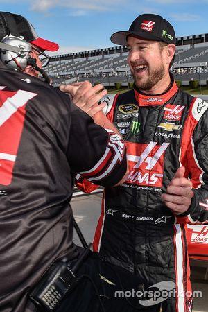 Polesitter Kurt Busch, Stewart-Haas Racing Chevrolet