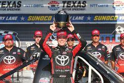 Il vincitore della Pole Erik Jones, Kyle Busch Motorsports Toyota