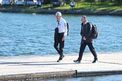 Geoff Willis, Technischer Direktor, Mercedes AMG F1, mit Paddy Lowe, Teamchef Mercedes AMG F1