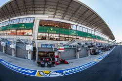 Le Mans pitlane ambiance and pit building