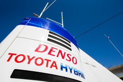 Alat pengangkut dan logo Toyota Racing