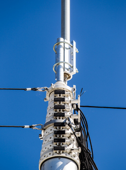 Alat pengangkut Toyota Racing: antena besar untuk telekomunikasi dan telemetri