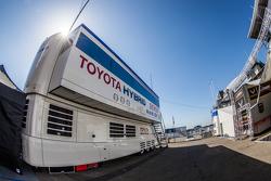 Toyota Racing, Transporter mit Schriftzug