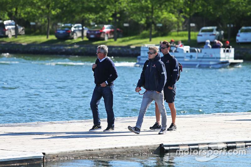 Marcus Ericsson, Sauber F1 Team, mit Eje Elgh, Fahrermanager