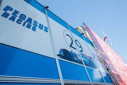 Pegasus Racing, Transporter mit Logo