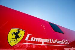 Ferrari Competizioni GT transporte y el logotipo / señalización