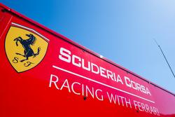 Alat pengangkut Scuderia Corsa dan logo / signage