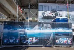 SMP Racing, Fahrerlager-Bereich, Transporter mit Schriftzug
