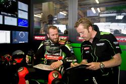Tom Sykes, Kawasaki Racing Team, et son chef mécanicien Marcel Duinker