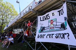 Баннер для Льюиса Хэмилтона, Mercedes AMG F1