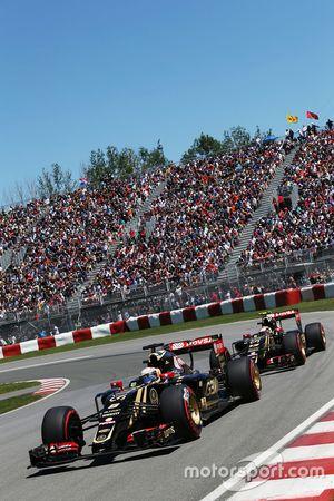 Romain Grosjean, takım arkadaşı Pastor Maldonado'nun önünde