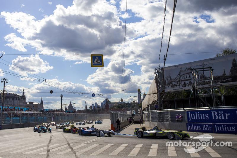 Старт: Нельсон Пике мл., China Racing лидирует