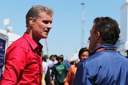 David Coulthard, de Red Bull Racing y Scuderia Toro Asesor / BBC Television Comentarista con Jean Al