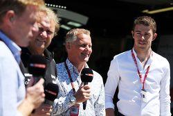 Simon Lazenby, Sky Sports F1 TV Sunucusu ile Robert Fernley, Sahara Force India F1 Takımı Yardımcı T