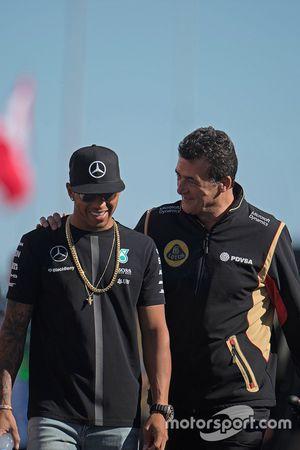 Льюис Хэмилтон, Mercedes AMG F1 и Федерико Гастальди, исполняющий обязанности руководителя Lotus F1