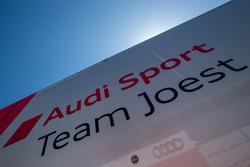 Camion et logo Audi Sport Team Joest