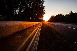 24 Horas de Le Mans pista ambiente al atardecer