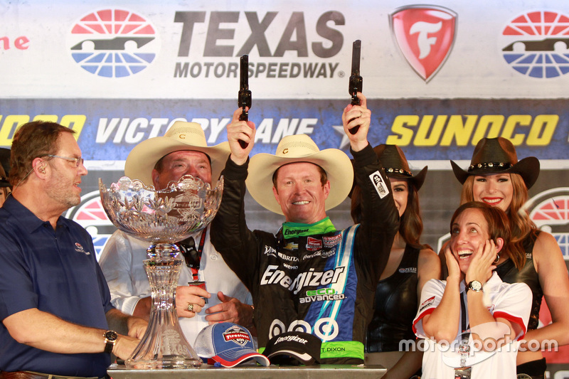 Le vainqueur Scott Dixon, Chip Ganassi Racing Chevrolet