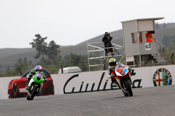 Jules Cluzel, MV Agusta Reparto Corse, davanti a Kenan Sofuoglu, Kawasaki Puccetti Racing