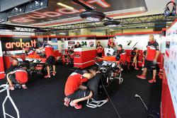 Le stand du Ducati Superbike Team
