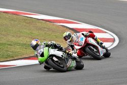 Kenan Sofuoglu, Kawasaki Puccetti Racing, devant Jules Cluzel, MV Agusta Reparto Corse