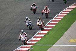 Sylvain Guintoli, Pata Honda, delante de Ayrton Badovini, BMW Motorrad Italia SBK, y Matteo Baiocco,