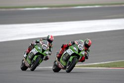 Tom Sykes devant Jonathan Rea, Kawasaki Racing Team