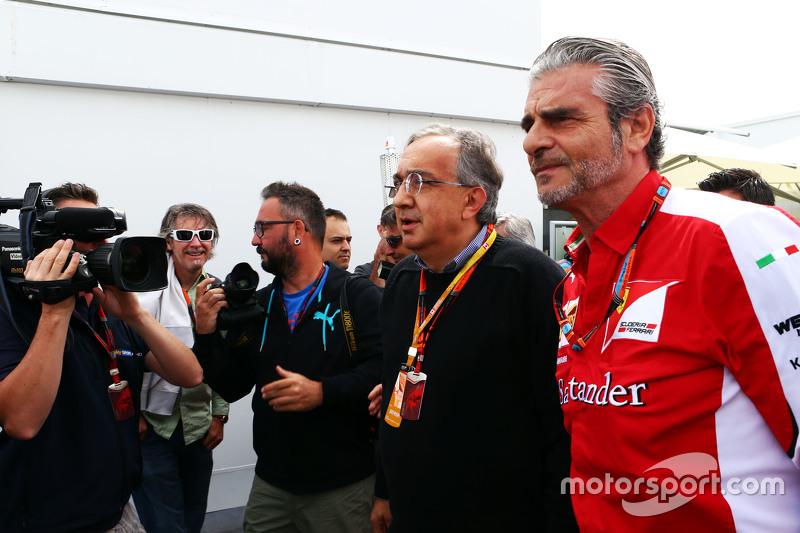 Sergio Marchionne, Ferrari Presidente y CEO de Fiat Chrysler Automóviles con Maurizio Arrivabene, di
