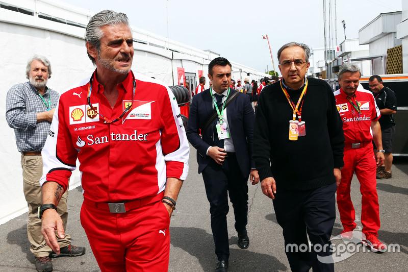 Maurizio Arrivabene, director del equipo Ferrari con Sergio Marchionne, presidente de Ferrari y CEO