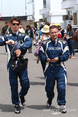 Alan Van Der Merwe, Fahrer des FIA-Medical-Car, mit Dr Ian Roberts, FIA-Arzt