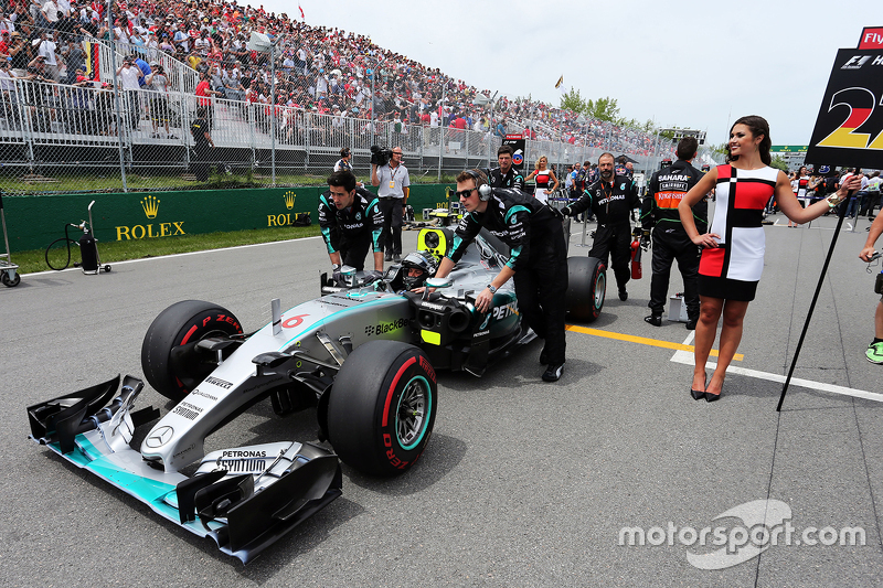 Nico Rosberg, Mercedes AMG F1 W06 di grid