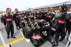 Romain Grosjean, Lotus F1 E23 no grid