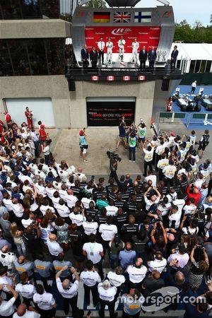 Podium: 1. Lewis Hamilton, Mercedes AMG F1 W06, 2. Nico Rosberg, Mercedes AMG F1 W06, und 3. Valtter