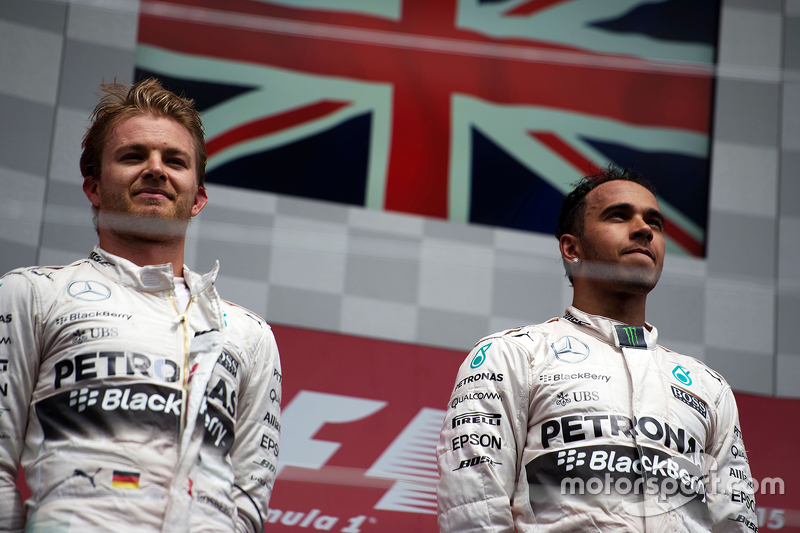 Podium: Second place Nico Rosberg, Mercedes AMG F1 with team mate and race winner Lewis Hamilton, Mercedes AMG F2