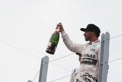 Pódio: vencedor Lewis Hamilton, Mercedes AMG F1