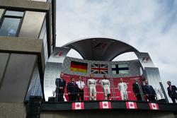 Pódio: Segundo Nico Rosberg, vencedor Lewis Hamilton, Mercedes AMG F1 e terceiro Valtteri Bottas, Wi