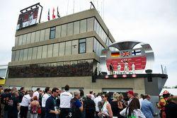 Podium: 2. Nico Rosberg, 1. Lewis Hamilton, Mercedes AMG F1, und 3. Valtteri Bottas, Williams