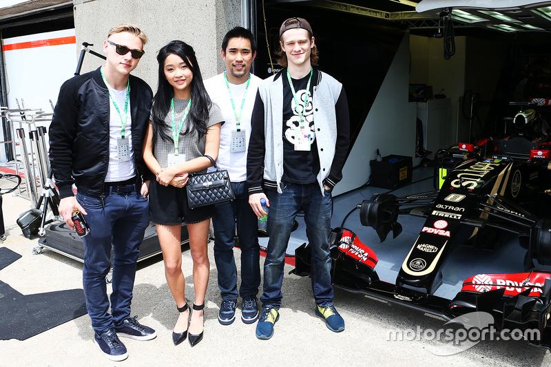 Lotus F1 Team guests, Актор,; Lana Condor, Actress; Dalton Wong, Trainer; Ben Hardy, Актор,
