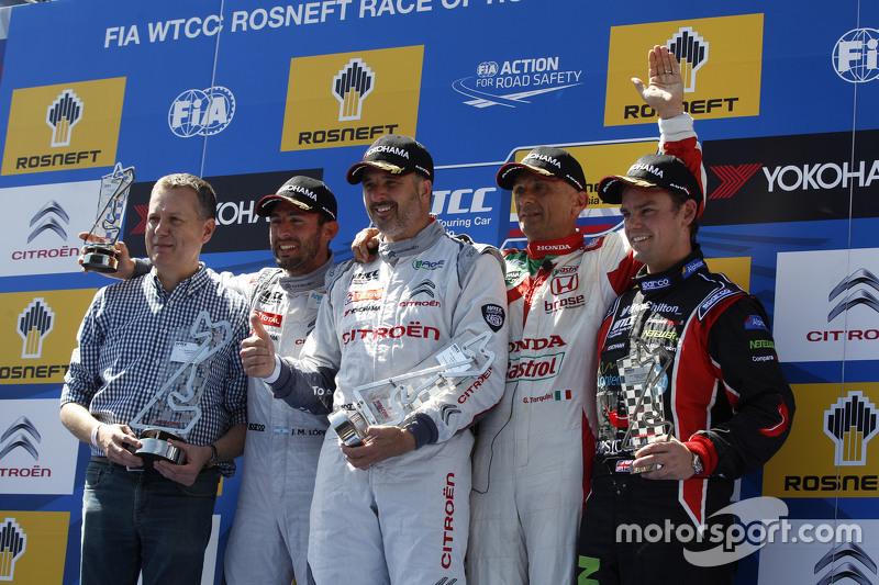 Primer lugar, Yvan Muller, Citroën C-Elysée WTCC, Citroën World Touring Car team, segunda posición,