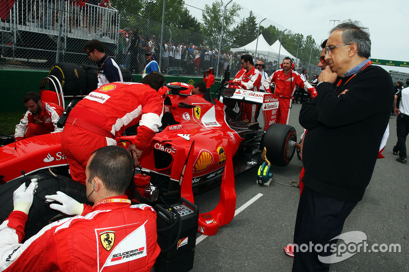 Sergio Marchionne, Presidente y CEO de Ferrari Fiat Chrysler Automobiles en la grilla de salida