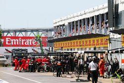 Romain Grosjean, Lotus F1 E23 makes an unplanned pit stop