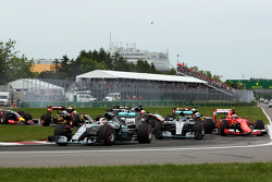 Lewis Hamilton, Mercedes AMG F1 W06 lidera no início da corrida