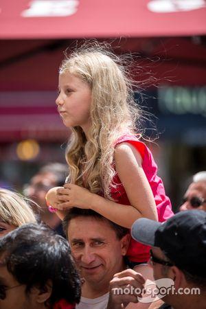 Young fan at scrutineering