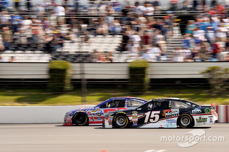 Clint Bowyer, Michael Waltrip Racing Toyota dan Austin Dillon, Richard Childress Racing Chevrolet