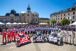 #17 Porsche Team Porsche 919 Hybrid: Timo Bernhard, Mark Webber, Brendon Hartley and #18 Porsche Team Porsche 919 Hybrid: Romain Dumas, Neel Jani, Marc Lieb and #19 Porsche Team Porsche 919 Hybrid: Nico Hulkenberg, Nick Tandy, Earl Bamber