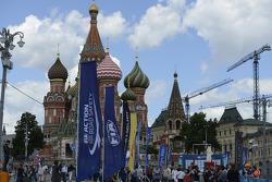 Fans in front of the Kremlin