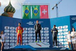 Podyum: Yarış galibi Nelson Piquet Jr., ikinci Lucas di Grassi, üçüncü Sébastien Buemi