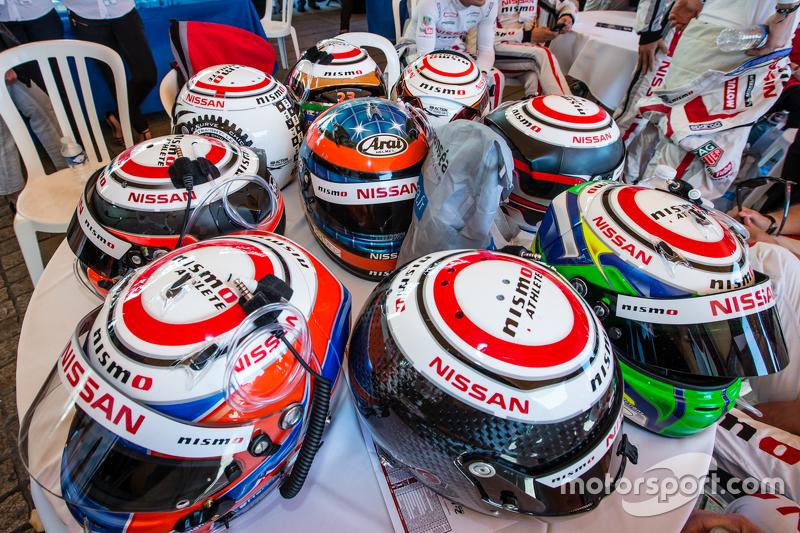 Nissan Motorsports: caschi dei piloti