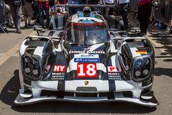 #18 Porsche Team Porsche 919 Hybrid